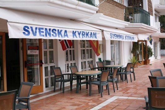 """Svenska kyrkan i """"svenskorten"""" Fuengirola på spanska Solkusten är en av de organisationer som försöker hjälpa hemlösa svenskar som är strandsatta i Spanien."""