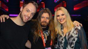 PeterAhlborgtillsammans med programledarna för Melodifestivalen Robin Paulsson och Sanna Nielsen.