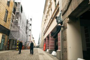 Jonathans passion är parkour - träningsformen som låter urban arkitektur bli en hinderbana.