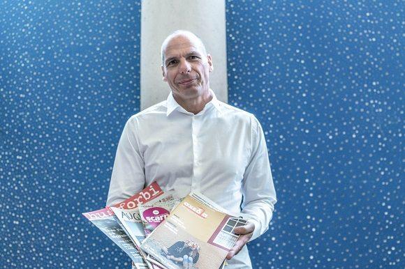 """""""Gatutidningar är en livlina"""" sa Yanis Varoufakis vid den internationella konferensen för gatutidningar i världen."""